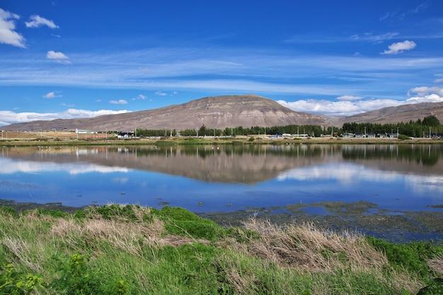 Flaming w laguna nimez reserva w el calafate, patagonia, argentyna