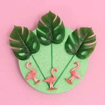 Flamingi i palmy decor flat leżały w minimalistycznej sztuce koncepcja plaży
