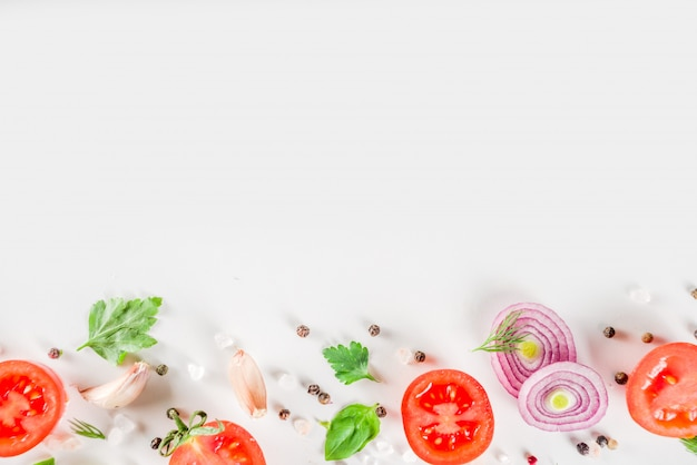 Flatlay z dojrzałych warzyw surowych