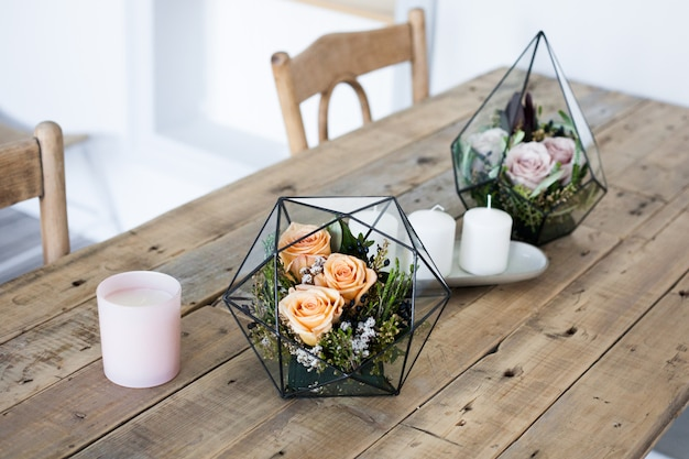Florarium - kompozycja sukulentów, kamienia, piasku i szkła, element wnętrza, wystrój domu