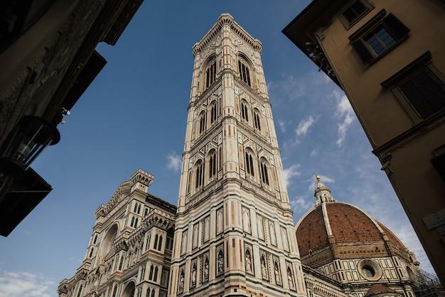 Florencja była centrum średniowiecznego europejskiego handlu i finansów i jest kolebką renesansu.
