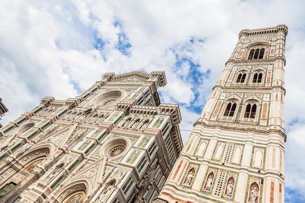 Florencja, włochy. szczegół duomo w jasny, słoneczny dzień, ale bez cienia na fasadzie (bardzo rzadko!)