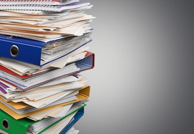 Foldery plików z dokumentami w tle