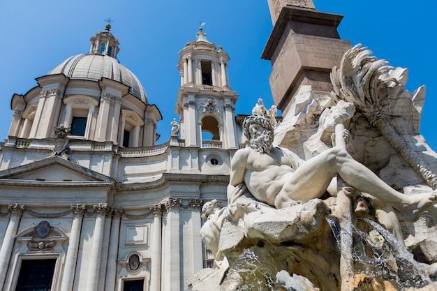 Fontana dei quattro fiumi przy piazza navona w rzymie