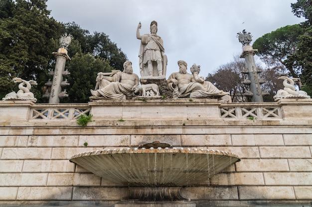 Fontana della dea di roma, piazza del popolo, rzym, włochy