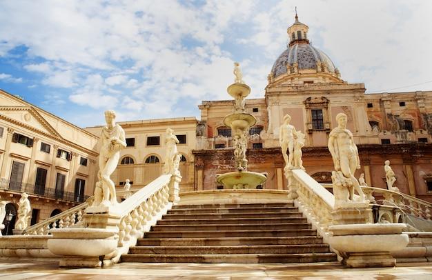 Fontana delle vergogne na piazza pretoria w palermo