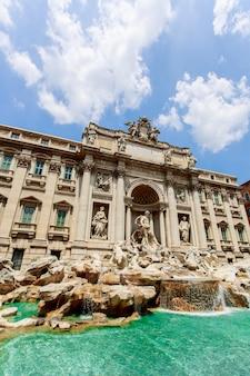Fontanna di trevi w rzymie, włochy