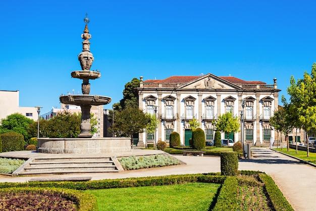Fontanna w centrum bragi, portugalia