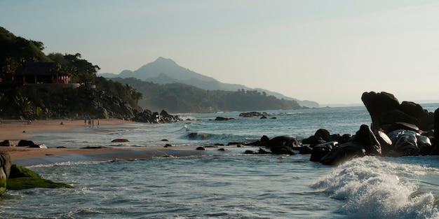 Formacje skalne na wybrzeżu, sayulita, nayarit, meksyk