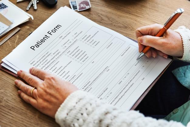 Formularz raportu medycznego o pacjencie zapis informacji o historii słowa