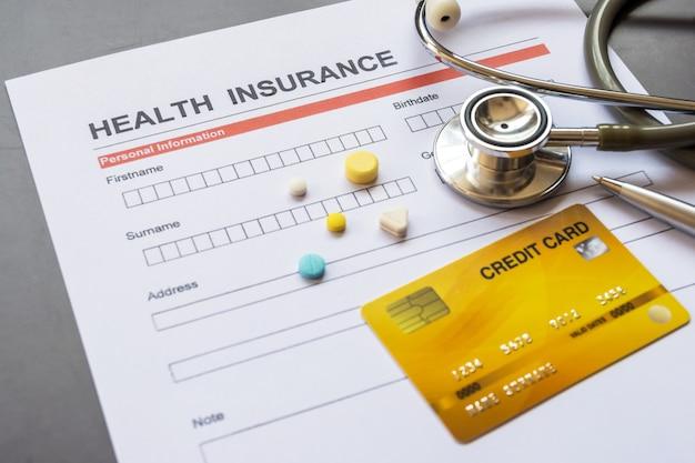 Formularz ubezpieczenia zdrowotnego wraz ze wzorem i dokumentem polisy
