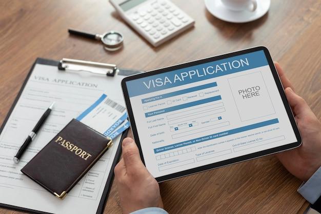 Formularz wniosku wizowego na tablecie