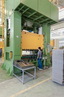 Formy do pras maszynowych podczas produkcji części