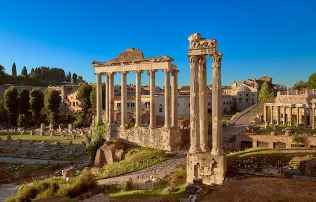 Forum romanum lub forum cezara, w rzymie, włochy
