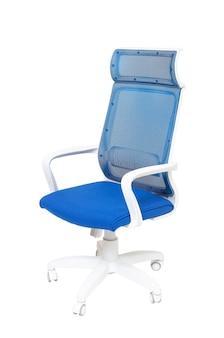 Fotel niebieski biuro tkaniny na kołach na białym tle, widok z boku. nowoczesne meble, wnętrza, projektowanie domu