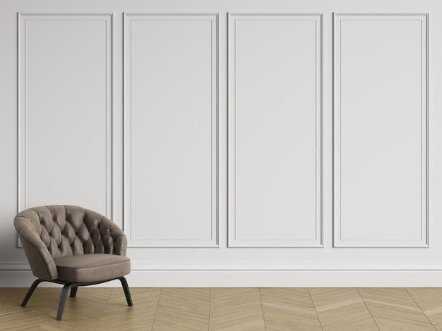 Fotel pikowany w klasycznym wnętrzu z miejscem do kopiowania. białe ściany z listwami. parkiet podłogowy w jodełkę. renderowania 3d
