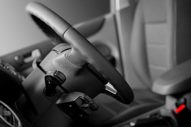 Foteliki samochodowe dla kierowcy i pasażera