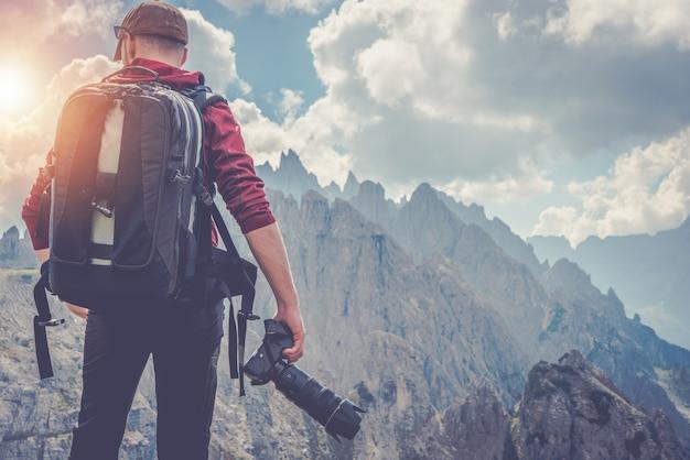 Fotograf fotograficzny podróżujący