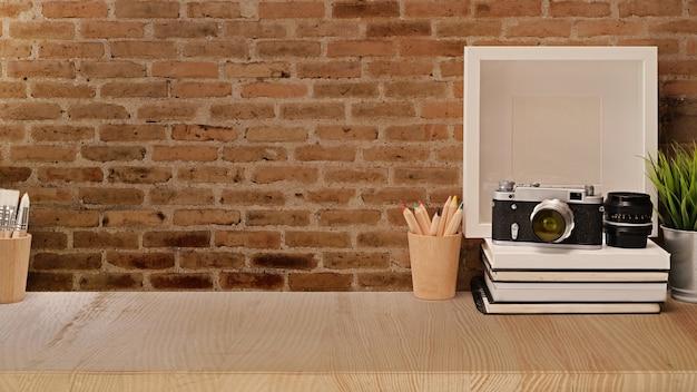 Fotograf loft workspace i kopia przestrzeń