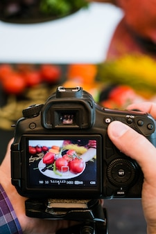 Fotografia kulinarna fotograf aparat fotograficzny koncepcja kreatywności bloga