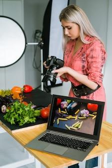Fotografia kulinarna stylista reklamowy koncepcja technologii e-commerce