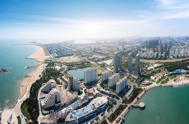 Fotografia lotnicza chiny rizhao miasto architektura krajobraz wybrzeża
