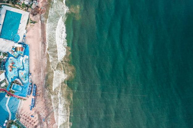 Fotografia lotnicza pływania na plaży