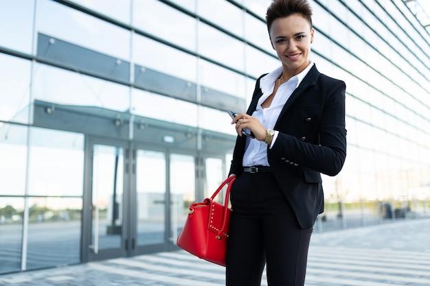 Fotografia młody ambitny bizneswomanu pozować
