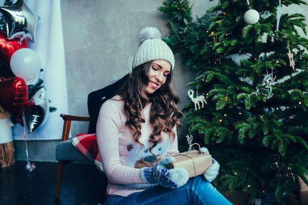 Fotografia mody świąteczne pięknej dziewczyny