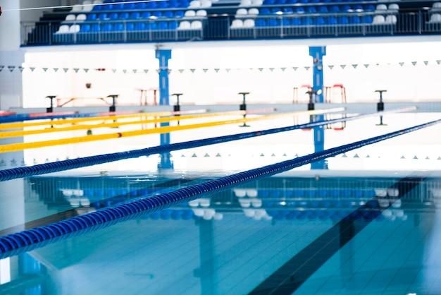 Fotografia nowożytny kryty pływacki basen