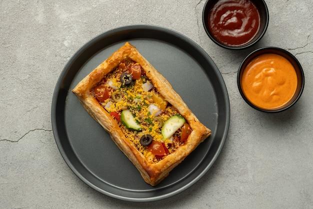 Fotografia tarta ptysiowa z pizzą