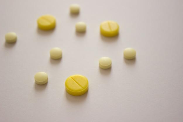 Fototabletki witaminy leczenie wirusów covid farmaceutyki termometr