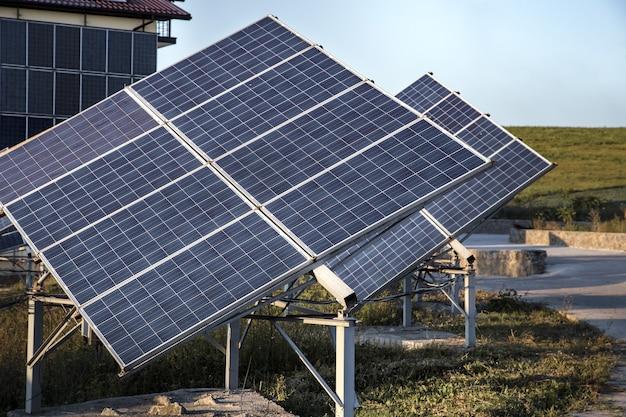 Fotowoltaika w elektrowni słonecznej energia z naturalnego.