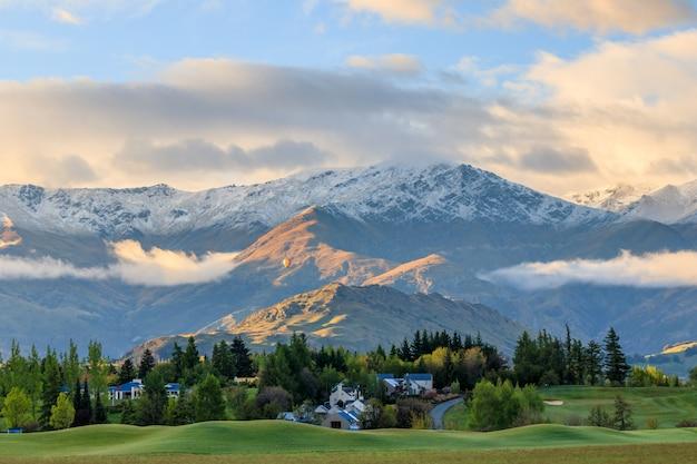 Fox glacier snow mountain, park narodowy westland, nowa zelandia.
