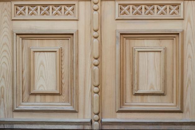 Fragment drewnianego wzoru do dekoracji drzwi i ścian