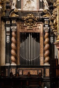 Fragment dwuwiecznych organów w hiszpańskim kościele katolickim