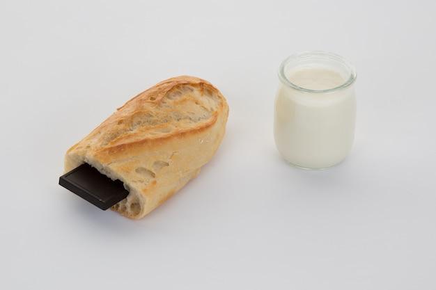 Francuska przerwa, bagietka z czekoladą i jogurtem