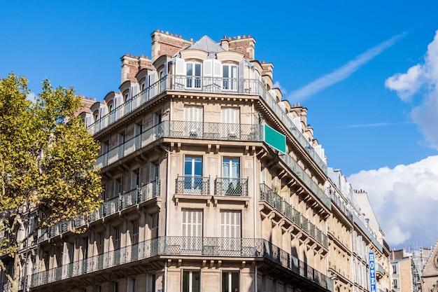 Francuski budynek w paryżu