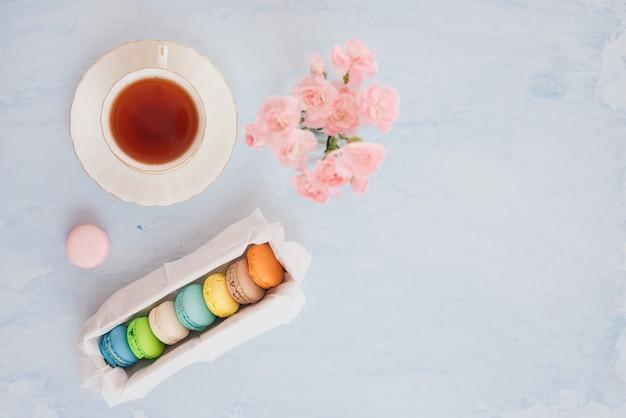 Francuski deser serwowany z przerwą na popołudniową herbatę lub kawę.