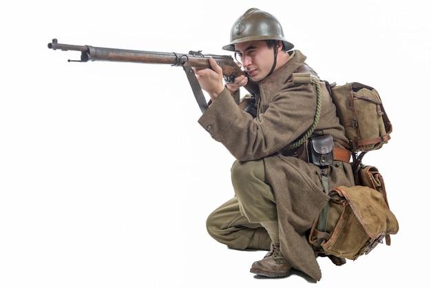 Francuski żołnierz 1940 odizolowywający na bielu
