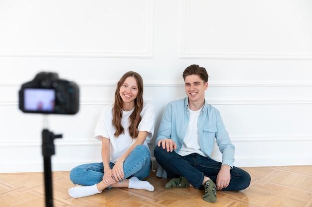Freelancerzy strumieniujący youtube