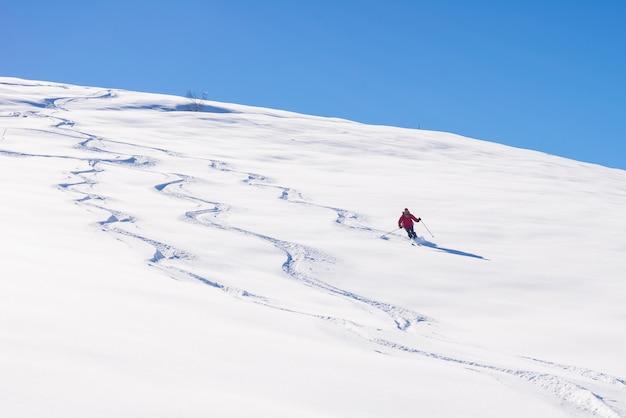 Freeride na świeżym śniegu w proszku