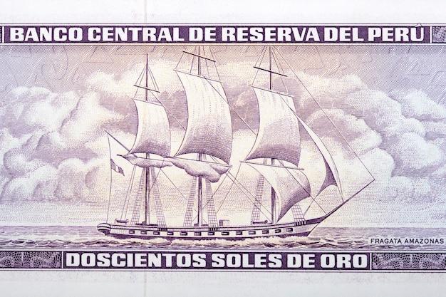 Fregata amazonas ze starych peruwiańskich pieniędzy
