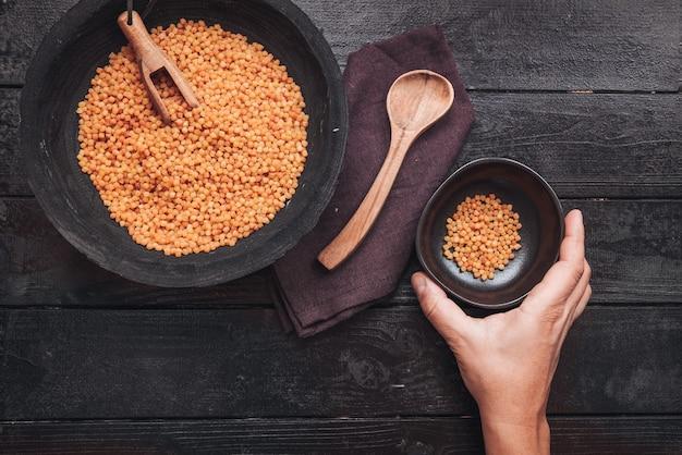 Fregola sarda, tradycyjny makaron z sardynii, podobny do kuskusu