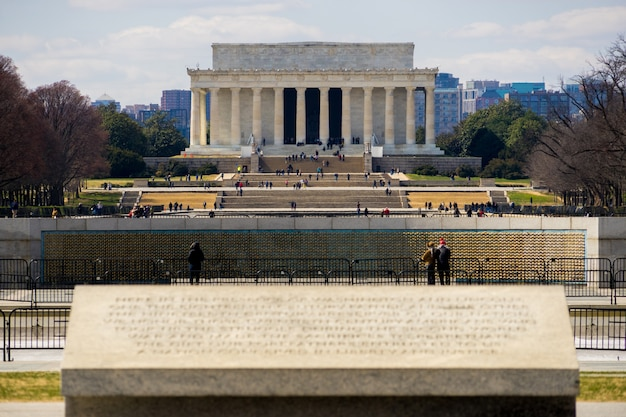 Frontowy widok lincoln pomnik od druga wojna światowa pomnika w washinton dc