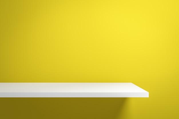 Frontowy widok pusta półka na żywej kolor żółty ścianie