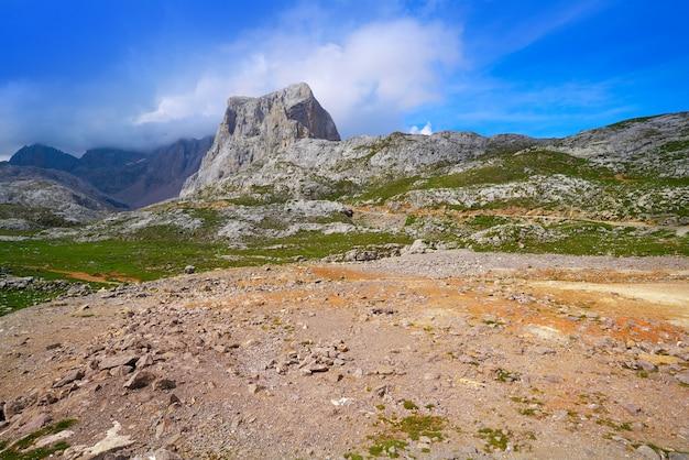 Fuente de góry w kantabrii w hiszpanii