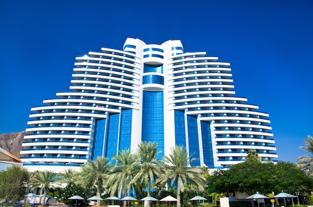 Fujairah, zea - 16 listopada: luksusowy 5-gwiazdkowy hotel le meridien al aqah beach resort w dniu 2 listopada 2012 w fujairah.