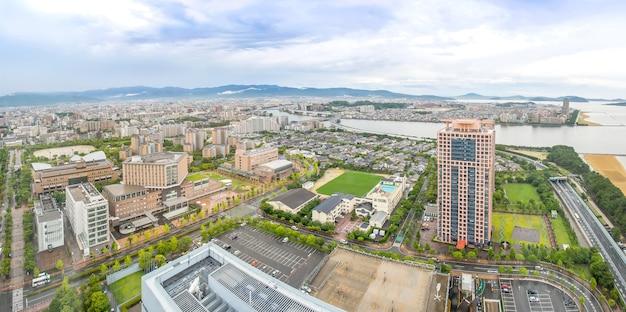 Fukuoka panorama pejzaż z wieży fukuoka, japonia.