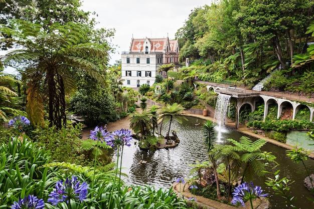 Funchal, madera - 04 lipca: monte palace tropican garden 04 lipca 2014 r. na maderze, portugalia.